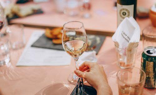 Impressionner vos hôtes avec vos connaissances en vin: comment faire?